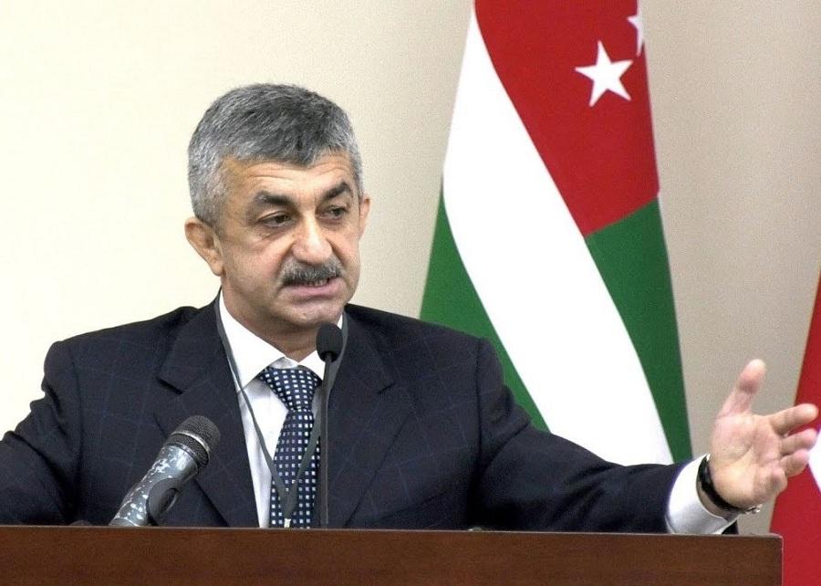 О поддержке всех здоровых политических сил в Абхазии в решении проблем населения заявил Мусса Экзеков