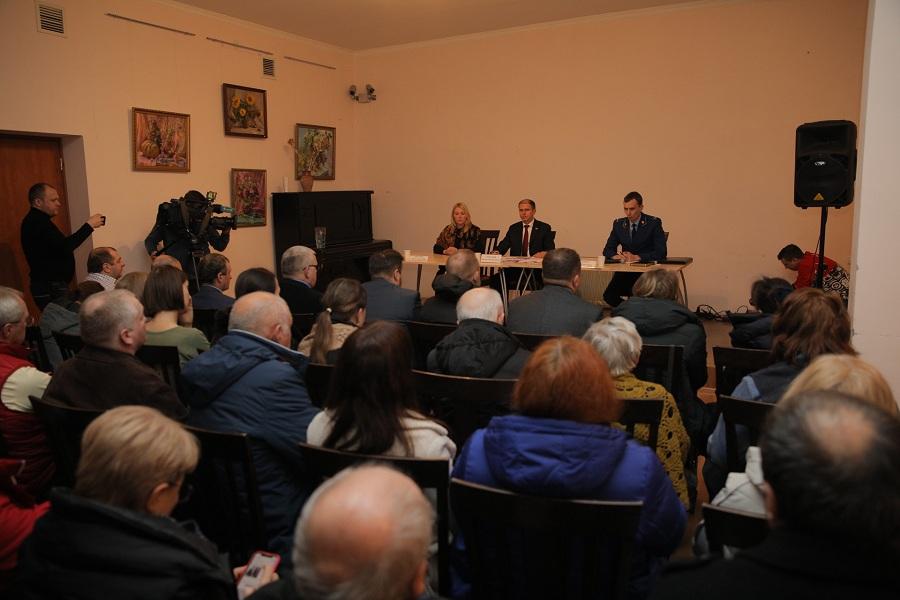 Жители Усть-Ижоры задали Михаилу Романову вопросы по газификации, водоснабжению и водоотведению в поселке