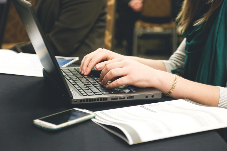 На онлайн-курсы по получению новых навыков дистанционного обучения пригласил педагогов Антон Молев