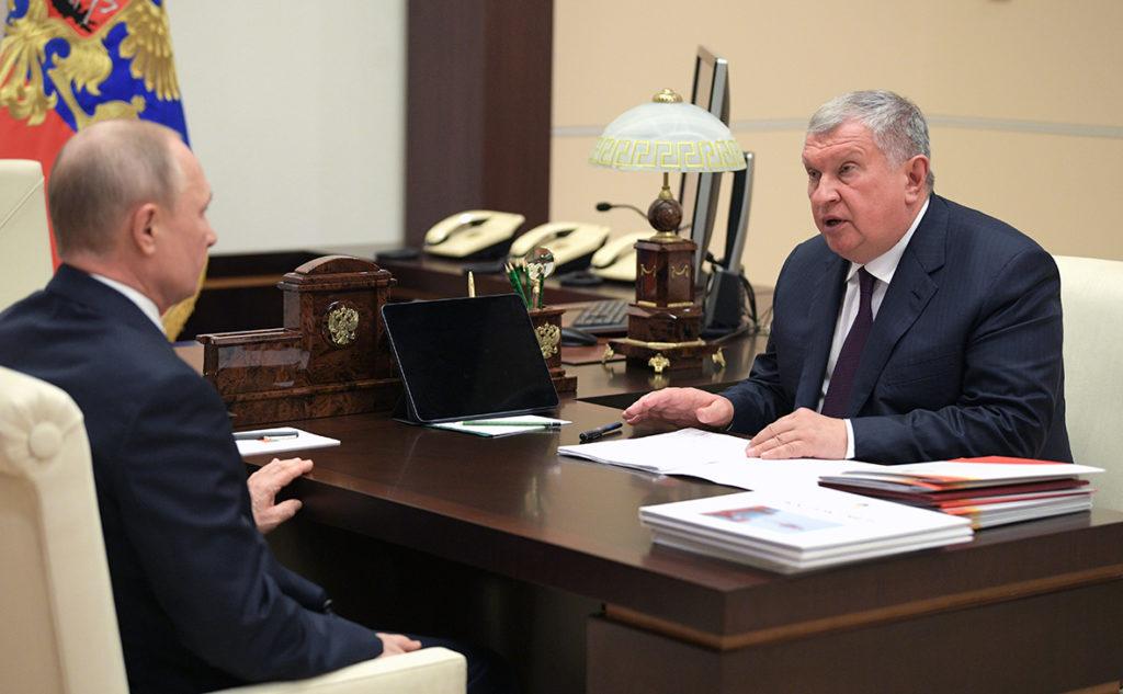 Путин встретился с главой Роснефти и пообещал господдержку