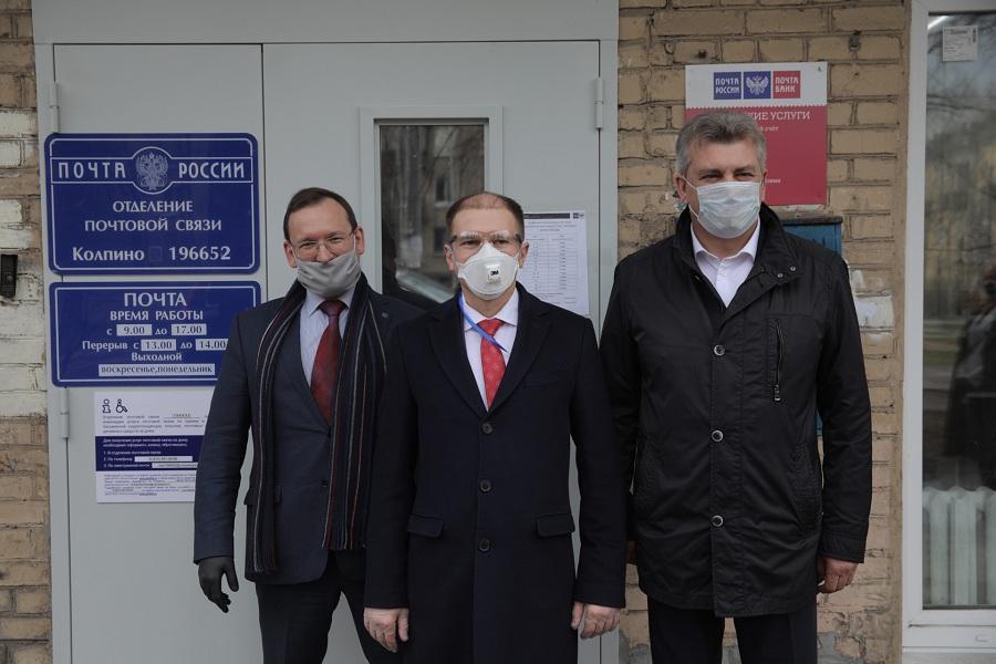 Михаил Романов посетил открытие отремонтированного здания почты в Колпино