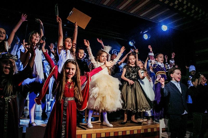 В режиме онлайн-обучения в Wunderpark International School ученики поставили два спектакля