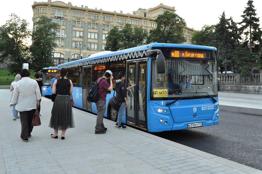 В условиях пандемии московский общественный транспорт безопасен для пассажиров – заявил руководитель Дептранса Максим Ликсутов