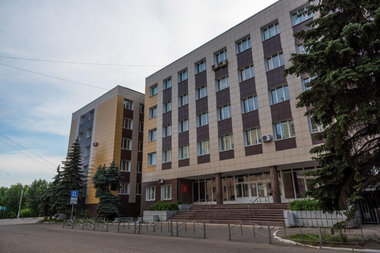 Руководителя российского медвуза обвиняют в присвоении бюджетных средств