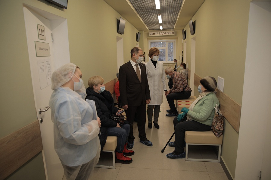 Михаил Романов проинспектировал пункт вакцинации от коронавирусной инфекции «COVID-19» в Колпино