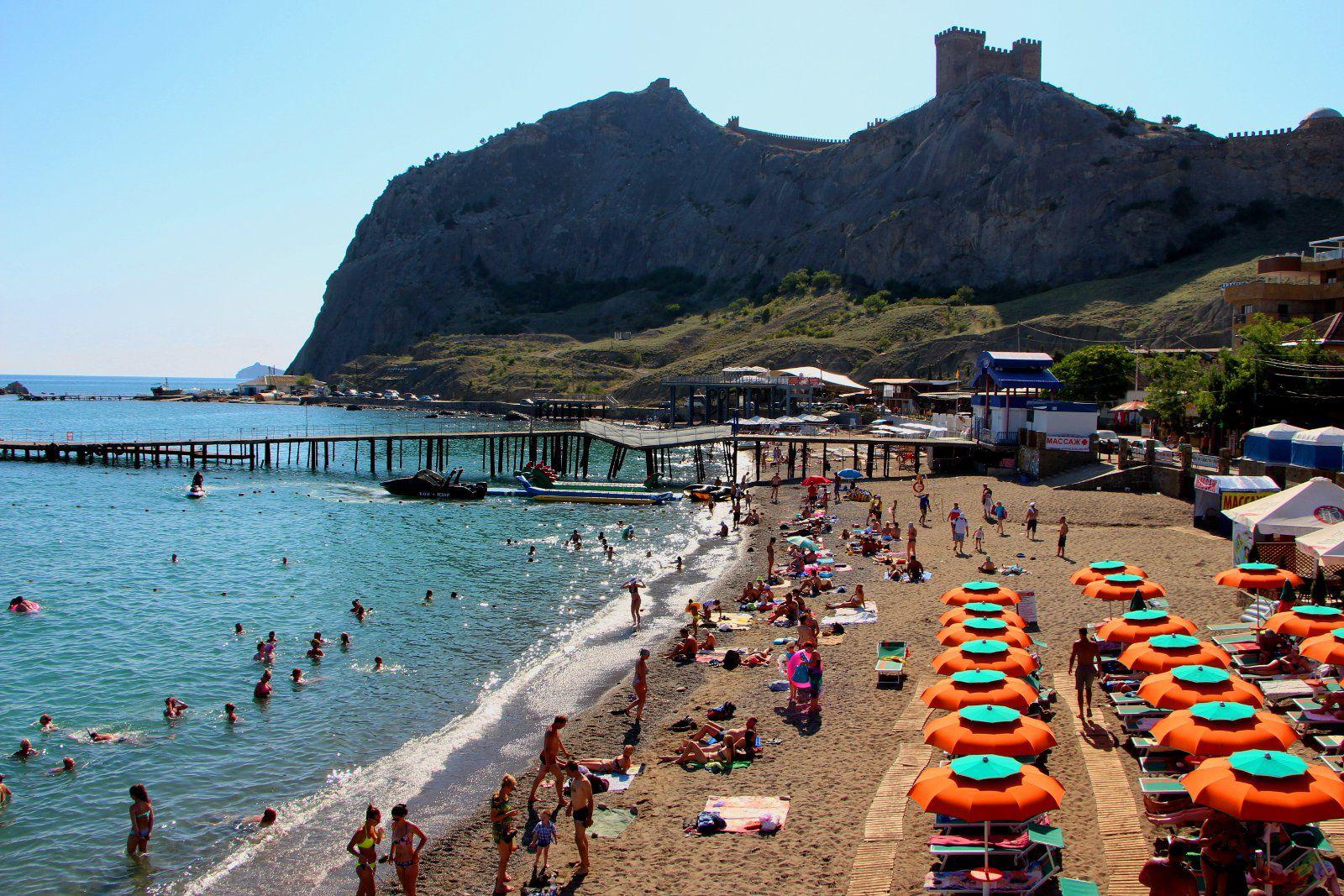Россияне отказываются от летнего отдыха из-за переполненности курортов