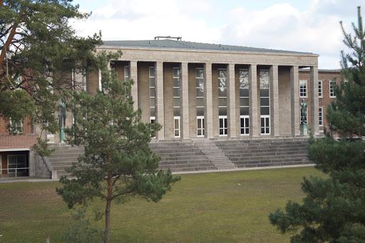Sportschule im Olympiapark - Poelchau-Schule