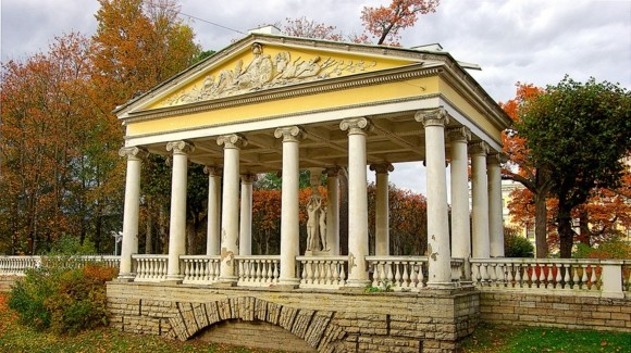 Павильон Трёх Граций в Павловском парке
