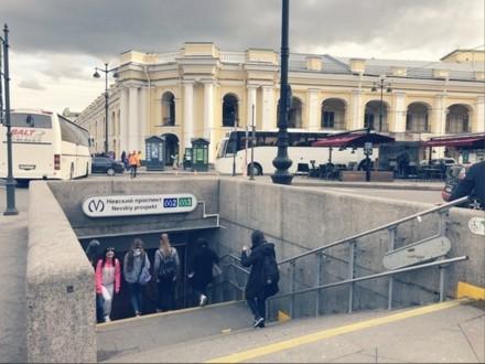 Вход на станцию метро Невский проспект