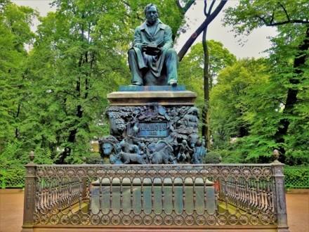 Памятник Ивану Андреевичу Крылову в Летнем саду
