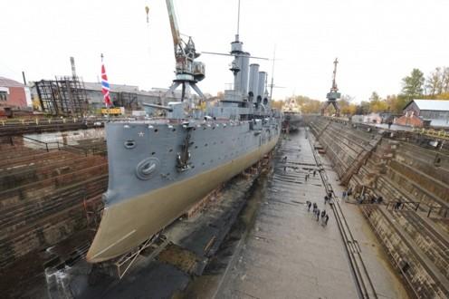 Крейсер Аврора в ремонтном доке Кронштадтского морского завода Минобороны РФ