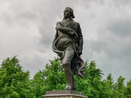 Памятник Миранде