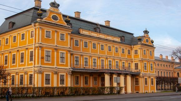 Дворец Меншикова, входящий в музейный комплекс Эрмитажа