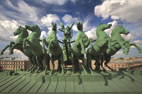 Колесница богини Славы на Нарвских воротах, построенных в честь победы в войне 1812 года