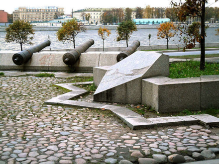 Мемориал на месте крепости Ниеншанц в Санкт-Петербурге (район Охты)