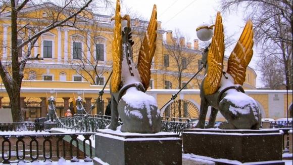 Банковский мост в зимнее время года.