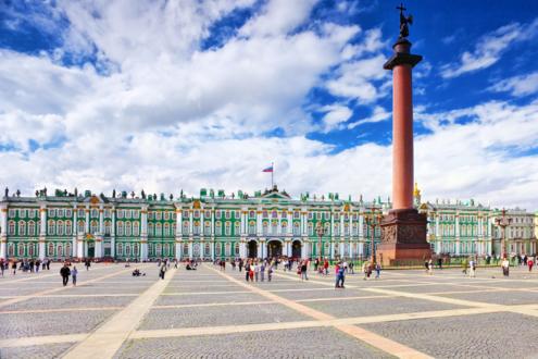 Вид на Зимний дворец со стороны Дворцовой площади