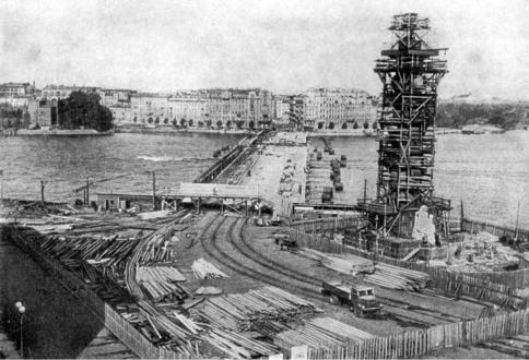 Восстановление Ростральных колонн после войны