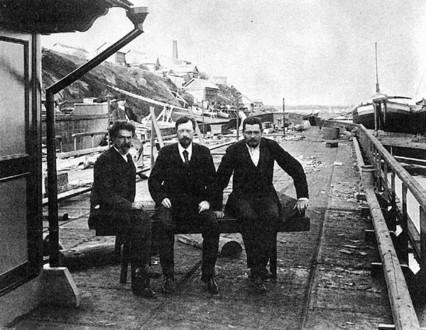 Владимир Шухов с коллегами