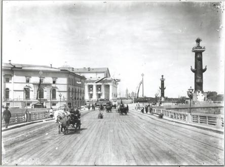 Вид с Дворцового моста на Стрелку и Ростральные колонны в XIX веке - фото