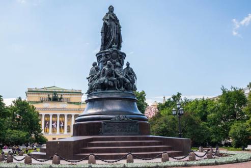 На памятник Екатерине II ушло почти 50 тонн бронзы