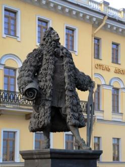 Памятник Трезини установлен в Санкт-Петербурге на одноименной площади рядом с Университетской набережной и Благовещенским мостом.