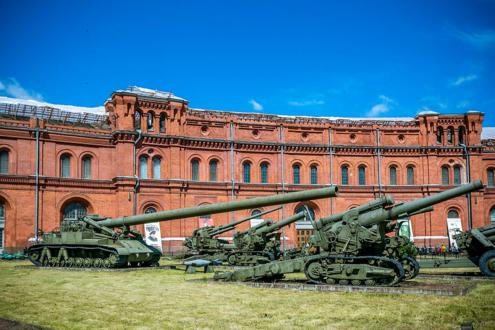Внешняя экспозиция Артиллерийского музея