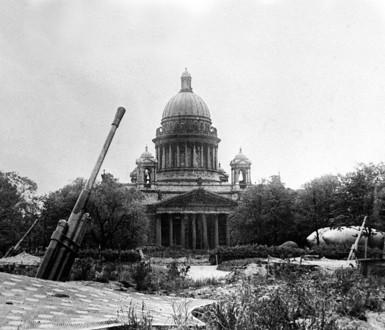 Собор во время блокады Ленинграда в начале 1940-ых