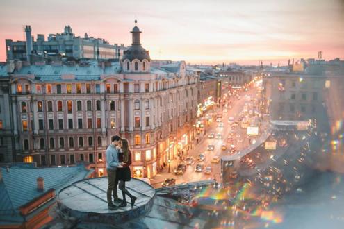 Для одних крыши Петербурга - это романтика и молодость, для других - это поэзия и искусство.