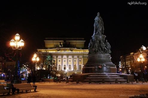 Площадь Островского ночью