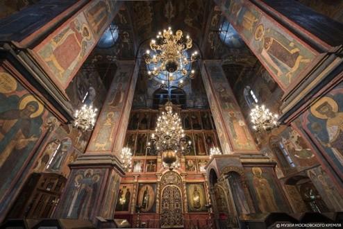 Интерьер с иконостасом Архангельского собора