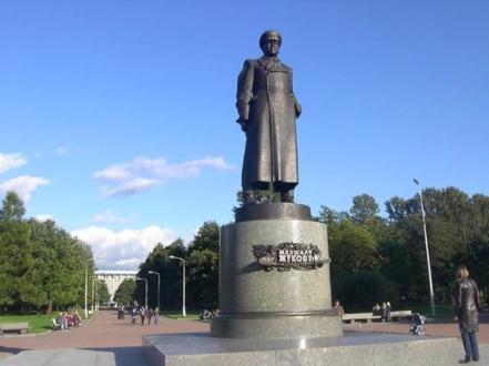 Памятник маршалу Г. К. Жукову
