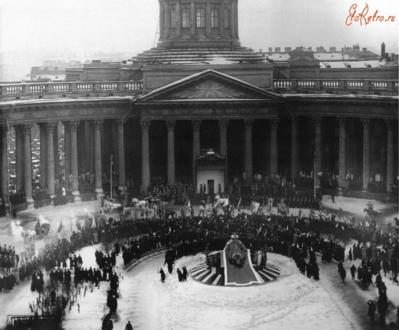 Крестный ход на Казанской площади в честь празднования 300-летия Дома Романовых в 1913 году