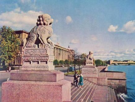 Львы Ши-Цза на Петровской набережной
