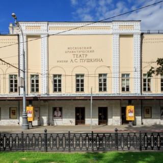 Великолепное здание театра имени Пушкина
