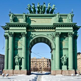 Нарвские триумфальные ворота в Северной столице