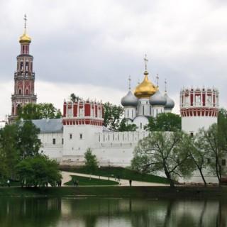 Новодевичий женский монастырь в Москве