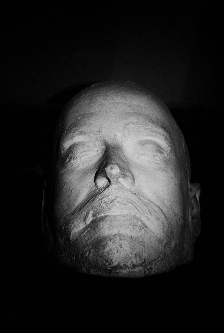 Посмертная маска князя Б. Б. Голицына, хранящаяся в здании сейсмостанции в Пулково