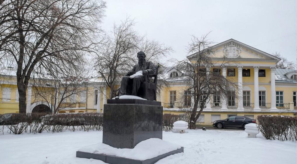 Усадьба Соллогубов на Поварской и памятник их другу Льву Толстому