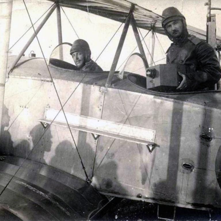 Летчик с аэрофотоаппаратом