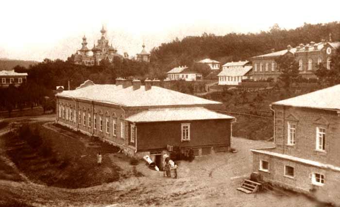 Внутренние строения Свято-Троицкого Николаевского монастыря, дореволюционное фото
