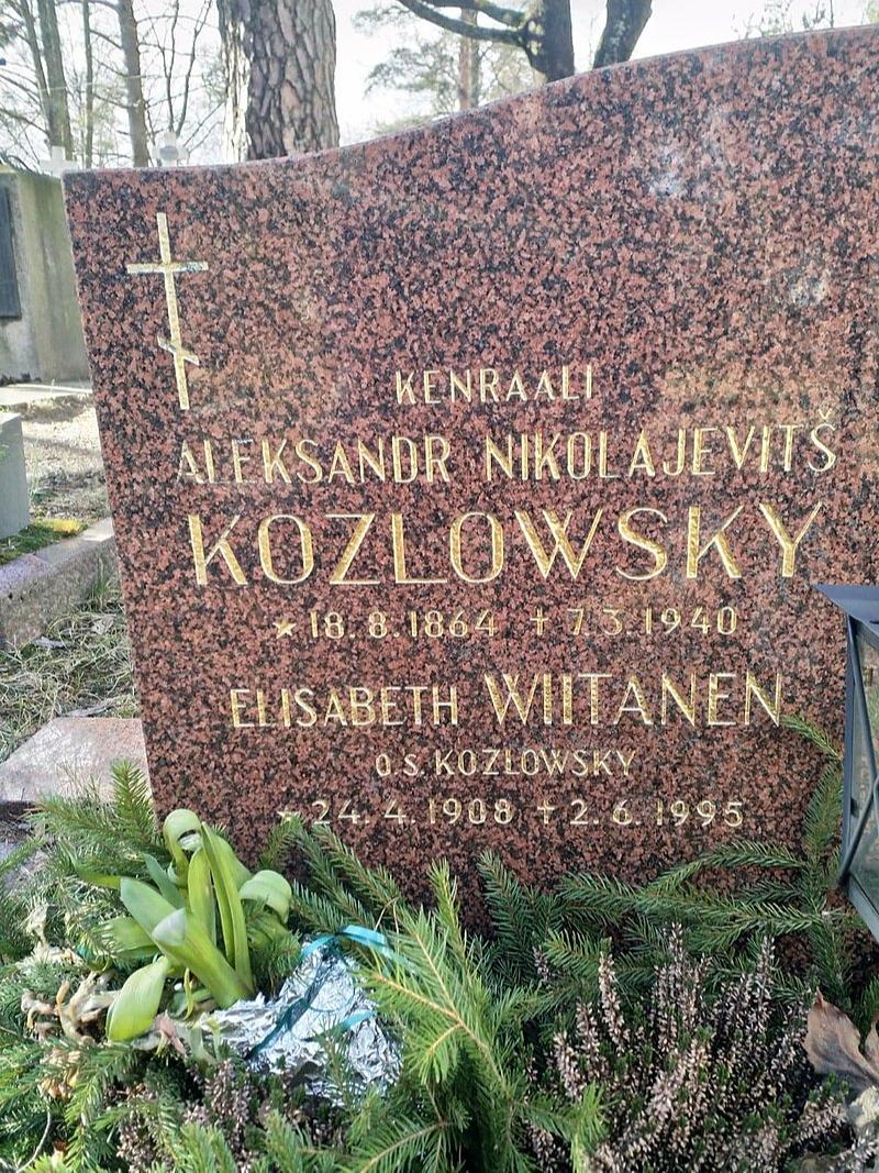 Надгробие генерала Козловского на Никольском кладбище