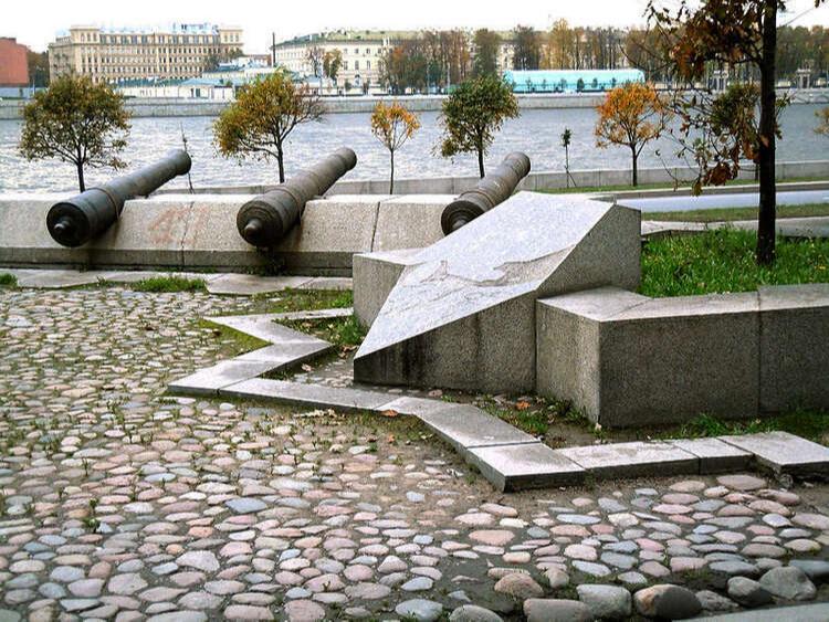 Монумент на месте крепости Ниеншанц в Санкт-Петербурге