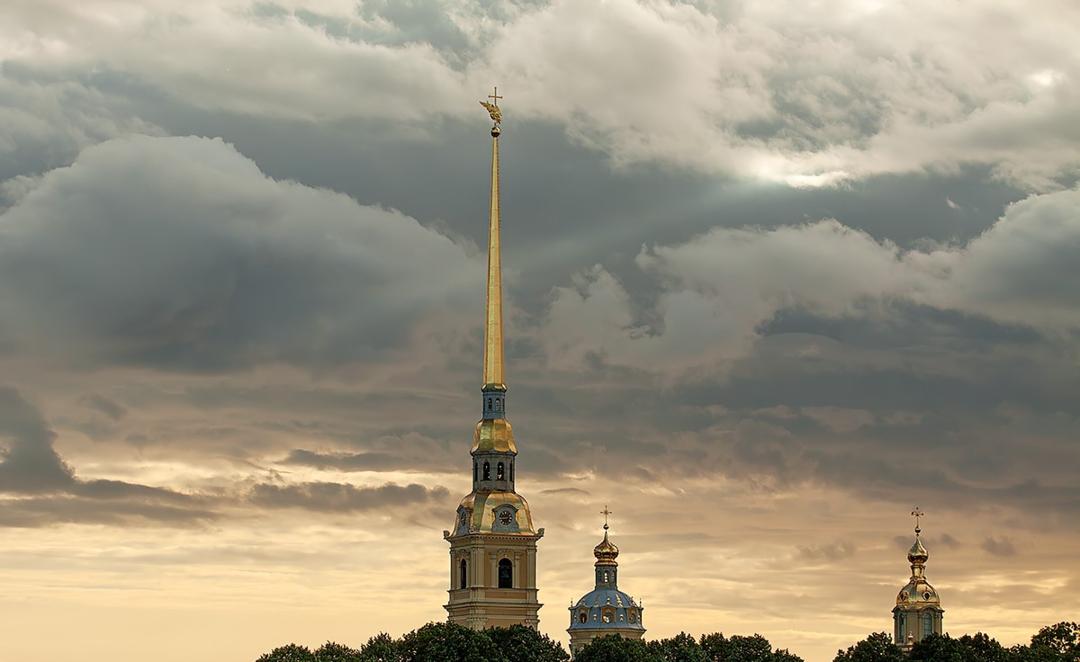 Без знаменитого шпиля невозможно себе представить Санкт-Петербург