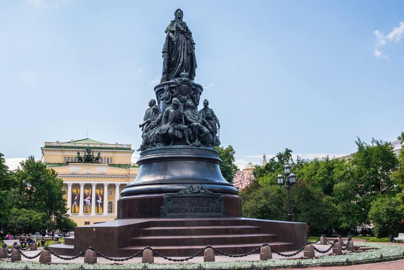 На памятник Екатерине II ушло пости 50 тонн бронзы