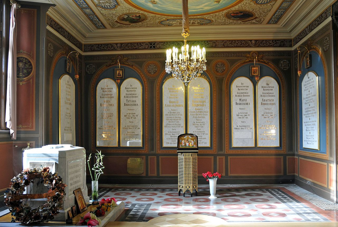 Николай II с семьей похоронены в Екатерининском приделе
