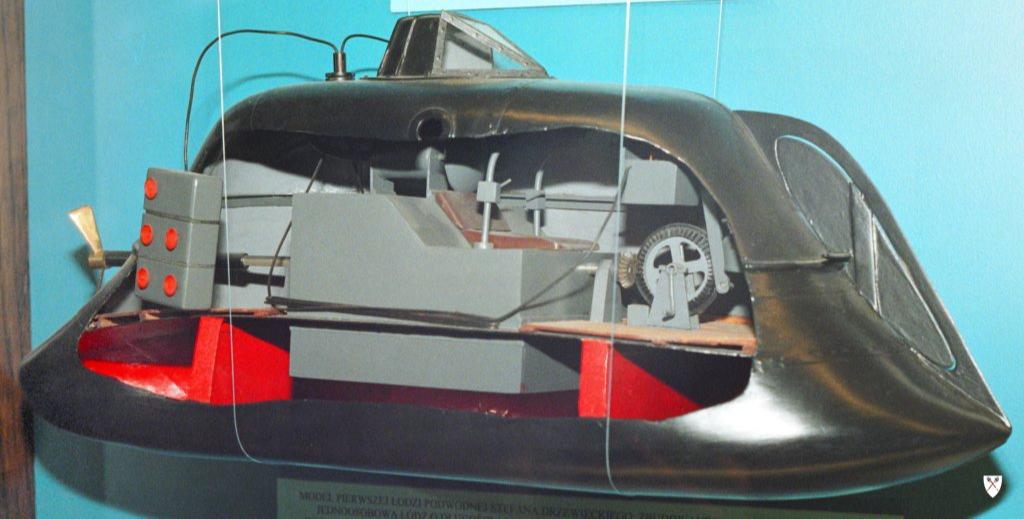 Первая подводная лодка Джевецкого, построенная в Одессе в 1877—1878 гг. Модель в Центральном Морском музее в Гданьске.