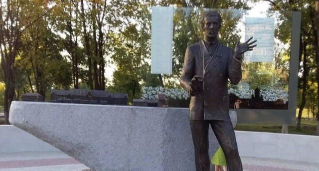 Памятник Николаю Леонтовичу