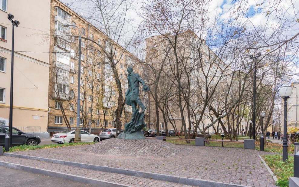 Памятник Булгакову в Москве