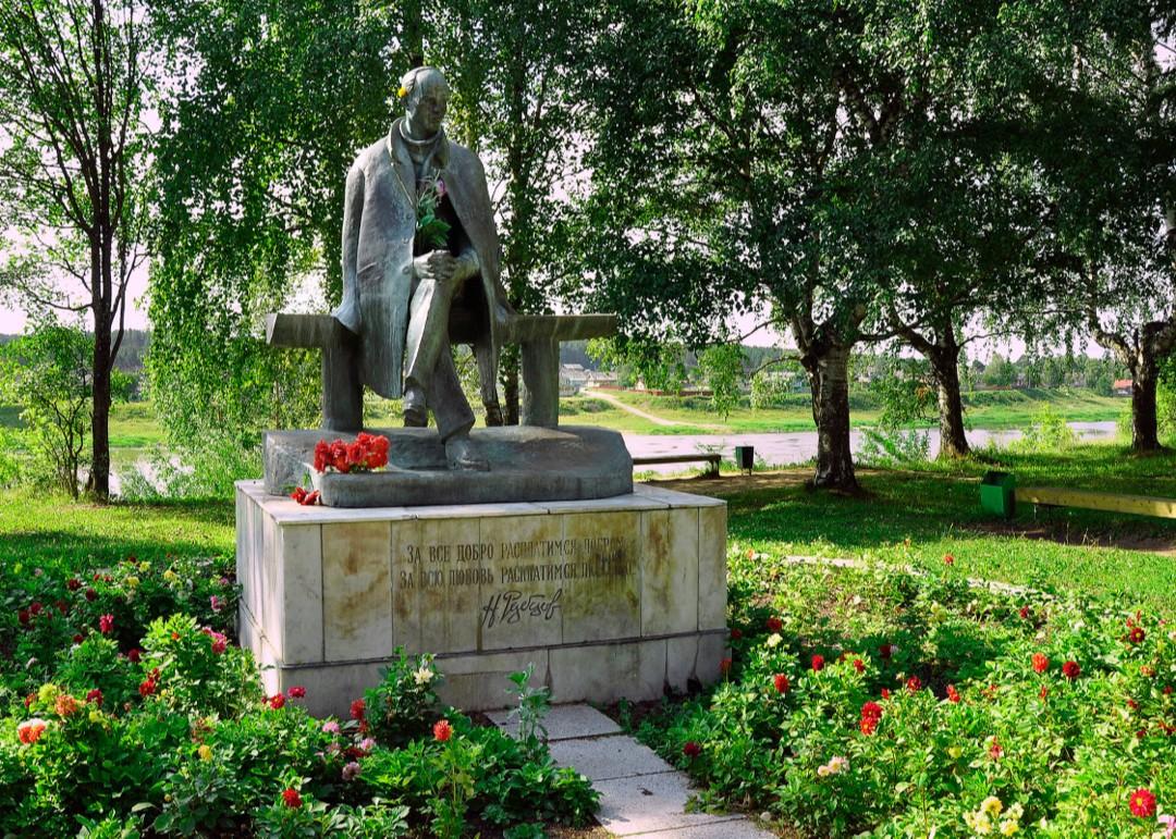 Памятник Николаю Рубцову в Череповце